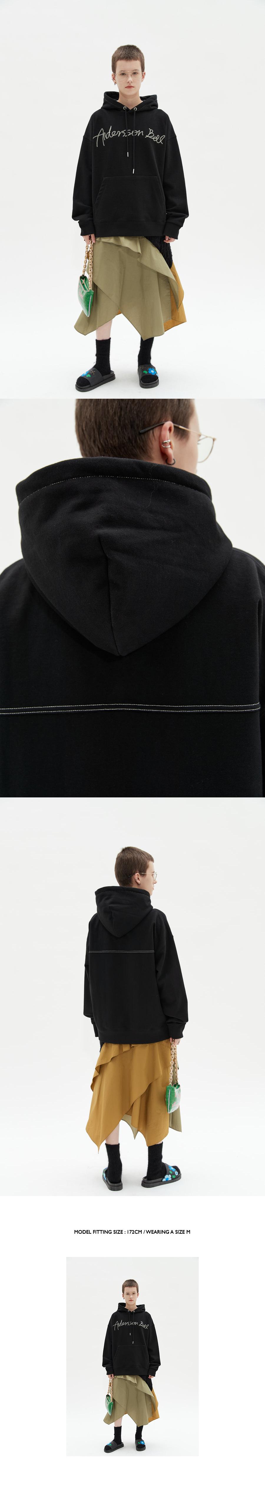 앤더슨벨(ANDERSSON BELL) 유니섹스 토포스 로고 엠보더리 후드 atb726u(BLACK)